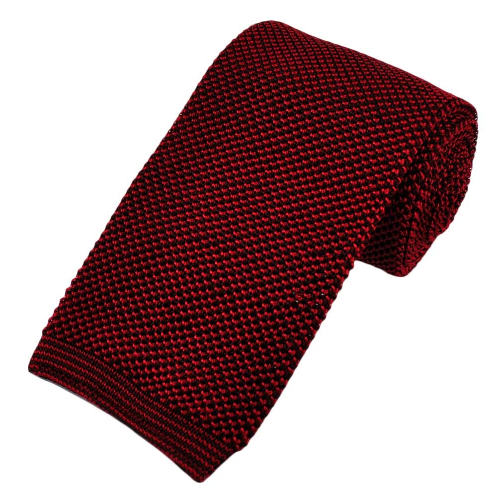 Trendy and cool red knitted tie from the exclusive ONESIX5IVE collection.